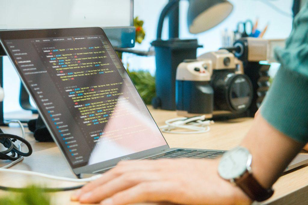 プログラミングスクールは回収可能な投資