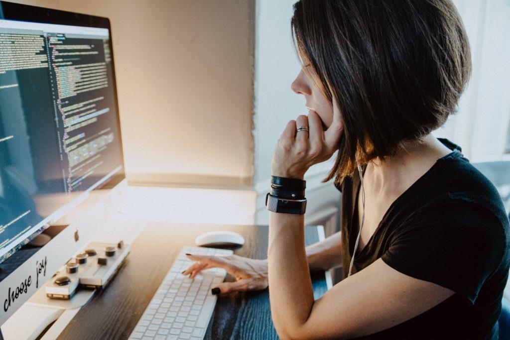 30代未経験からプログラミングスクールに通う人の理想と現実【関西と関東の違い】