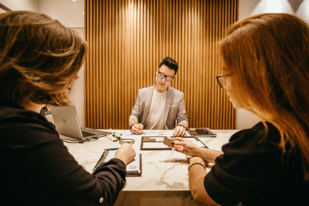 ジョブ型雇用とメンバーシップ型雇用の違い【AI時代の日本の働き方の変化】