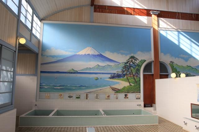 銭湯に絵が描かれている理由【日本の銭湯の壁画にはルールがあった】