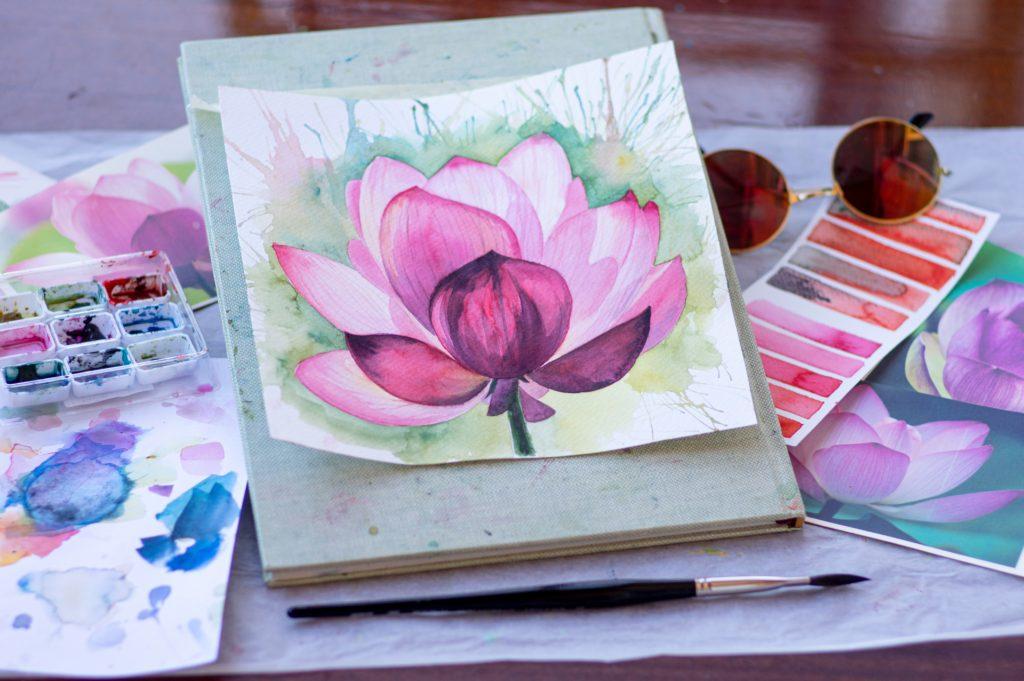 花の絵は飾る方角で効果が変わる風水万能アイテム