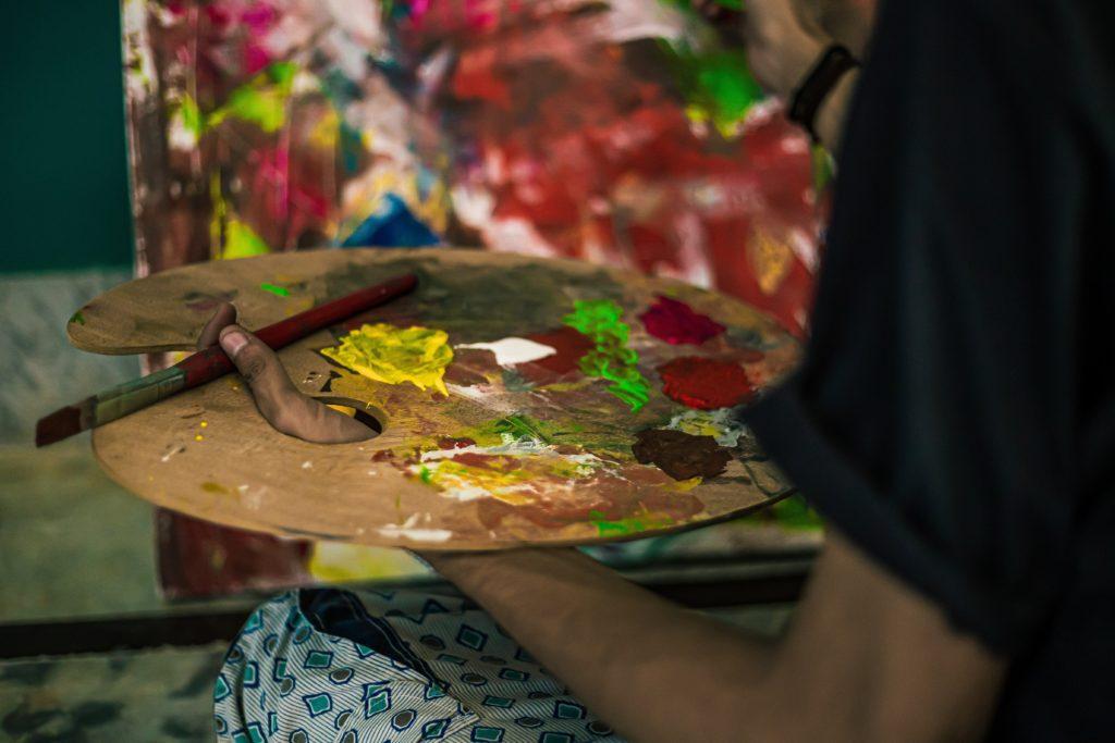 芸術家と経営者の思考と行動は似ている【クリエイティブな発想力を身につける方法】
