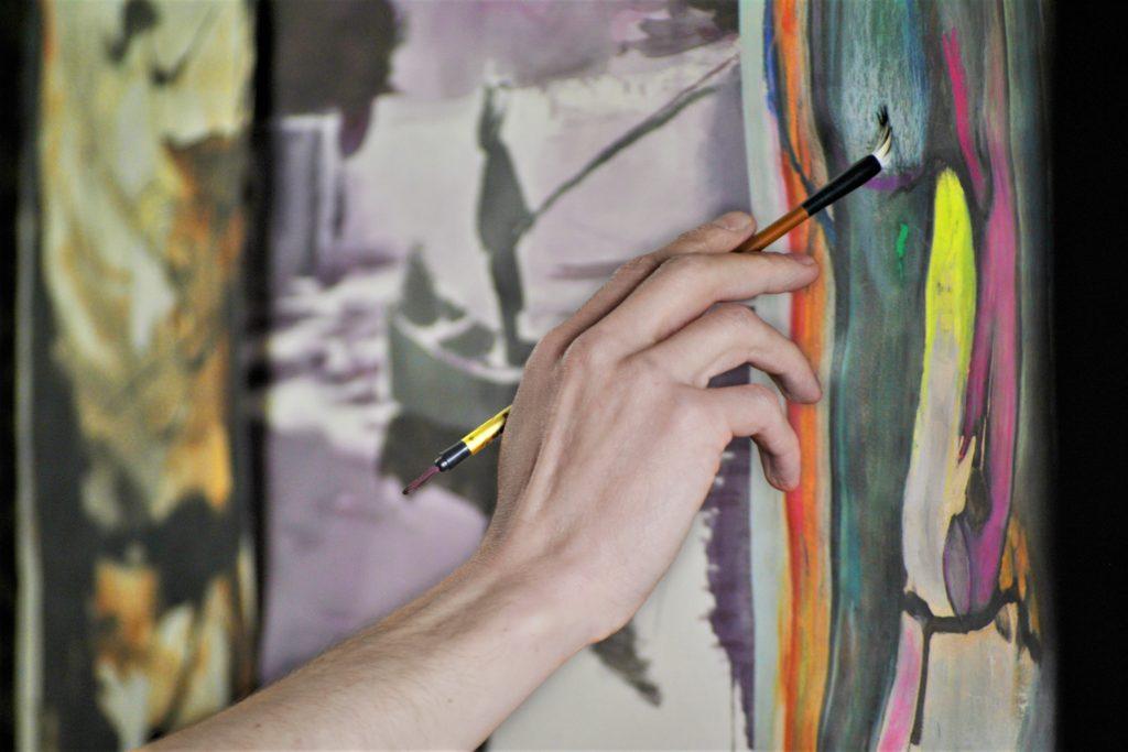 日本で絵を描いて稼ぐハードルは年々低くなっている